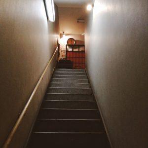 好古盛岡駅前店の階段