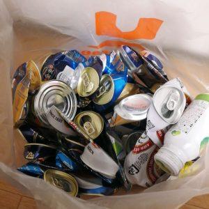 たまった空き缶