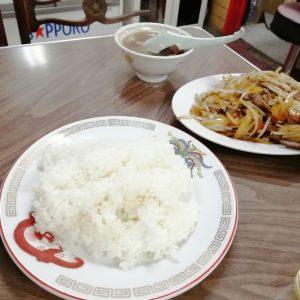 レバー野菜炒め定食のご飯