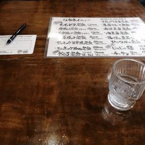 ももどり駅前食堂テーブル